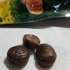Peeled, ready-to-eat and/or bake chestnuts.