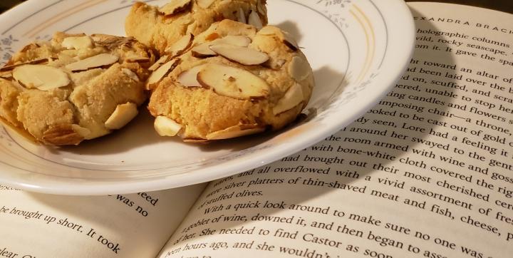 Food and Fandom: AchillidesAmygdalota